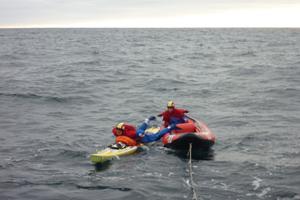 Un relais en mer : l'une descend, l'autre monte. Simple non ?